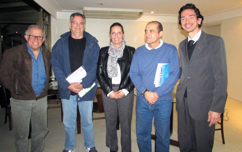 Ademir Viana, Fernando Moraes, Ademir de Souza, Edgar Francis e ao centro, Patricia Vasconcelos, presidente da AMAPRAÇA