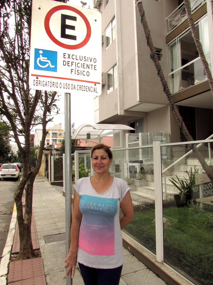 Síndica Mercedes Rosa: adaptação do elevador e vaga especial na calçada em frente ao condomínio
