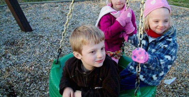 Medidas para evitar acidentes com crianças em condomínios