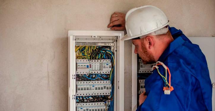 O perigo da sobrecarga elétrica nos condomínios