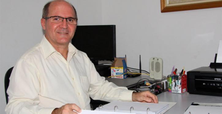 O síndico Sérgio Barreto investiu em lâmpadas de LED e torneiras de pressão para diminuir o consumo de energia e água