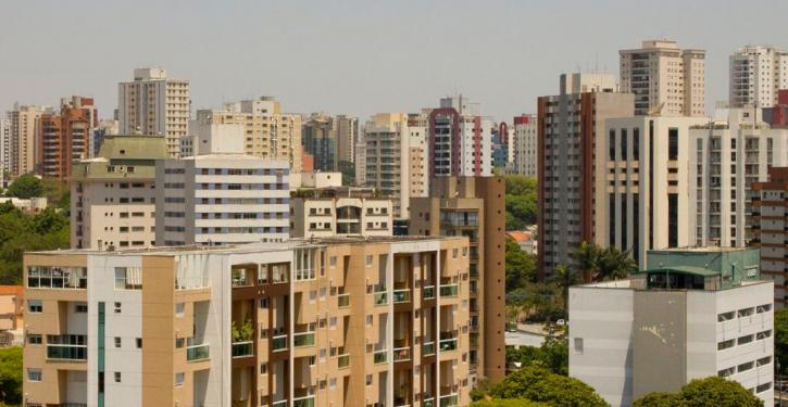 A finalidade do imóvel residencial é única e não comporta atividades comerciais que causem prejuízos aos demais moradores