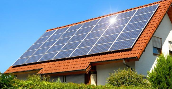 Energia fotovoltaica gera economia de 45% a condomínio