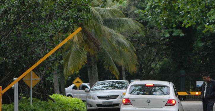 Circulação de veículos nas vias internas de condomínios