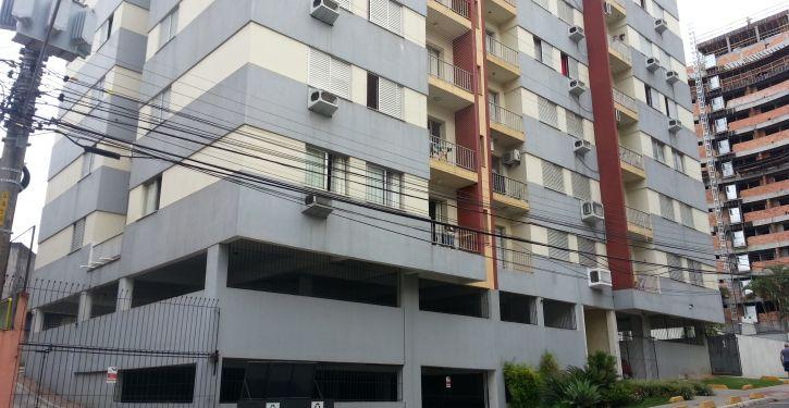 No residencial Mariana, existem três portões de garagem para atender aos moradores dos 36 apartamentos